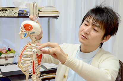 おちあい・接骨院は、交通事故によるむち打ちや後遺症、肩こり、腰痛をはじめ産後の骨盤矯正、姿勢矯正まで幅広く対応